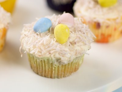 Easter Yogurt Lemon Cupcakes with Lemon Cream Cheese Frosting