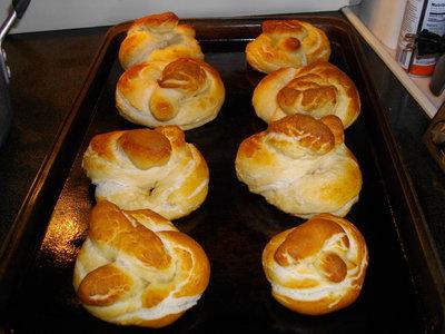 Pretzel bread buns