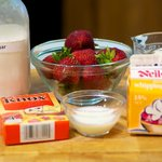 All the ingredients to make the panna cotta.