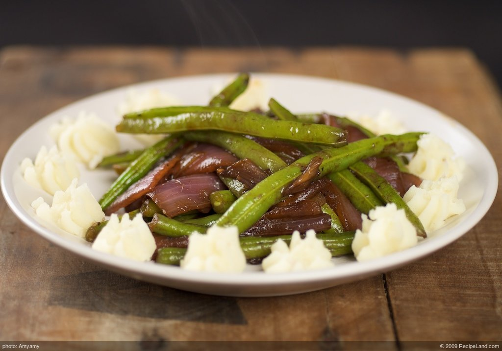 Balsamic Red Onions with Glazed Green Beans