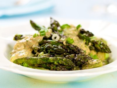 Grilled Asparagus with Asian Peanut Sauce
