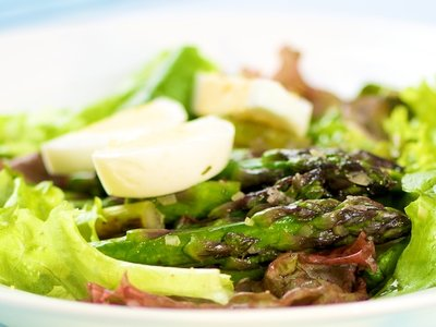 Refreshing Asparagus and Mixed Baby Greens Salad