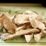 Chop the oyster mushrooms into the slices.