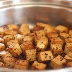 Here the tofu cubes are beautifully browned, place on a plate and set aside.