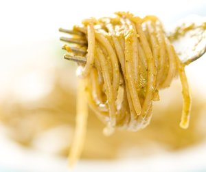 Tomato, Basil and Almond Pesto Pasta (Pesto alla Trapanese)