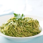 Place the pesto pasta on the plate and enjoy it!