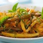 Braised Green Beans in Tomato-Garlic Sauce