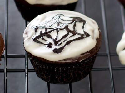 Halloween Chocolate Surprise Cupcakes