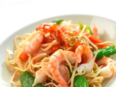 Norwegian prawns with noodles and chilli sauce