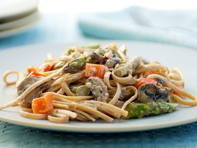 Linguine and Asparagus with Creamy Sauce