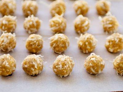 Crispy Crunchy Peanut Snowballs