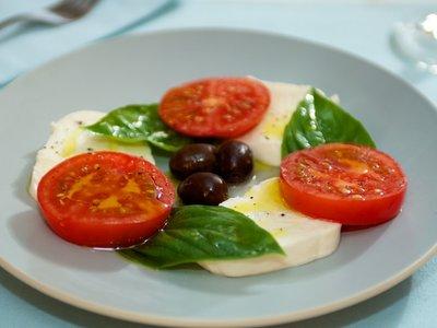 Caprese Con Mozzarella Di Bufala (Mozzarella,Tomato and Basil)