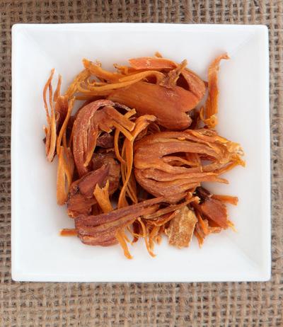 whole dried mace