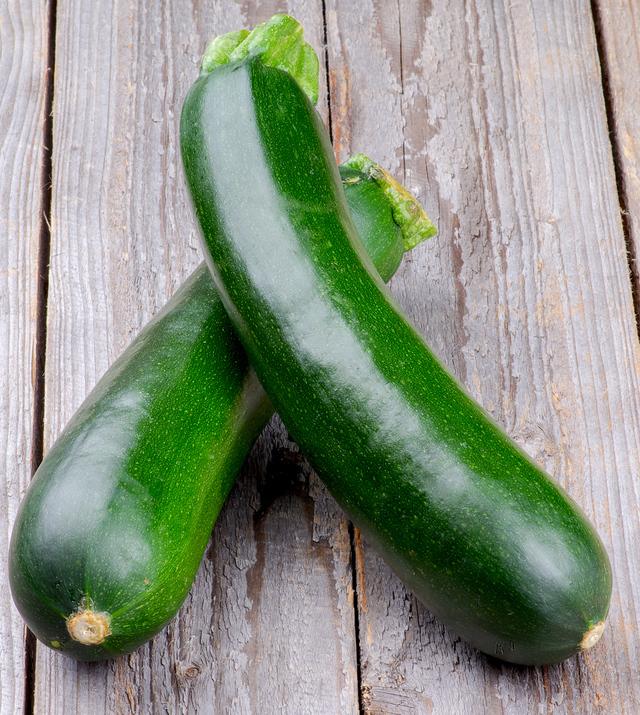 zucchini - courgette