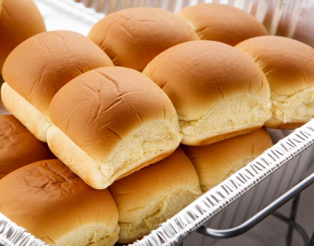 dinner rolls (bread)
